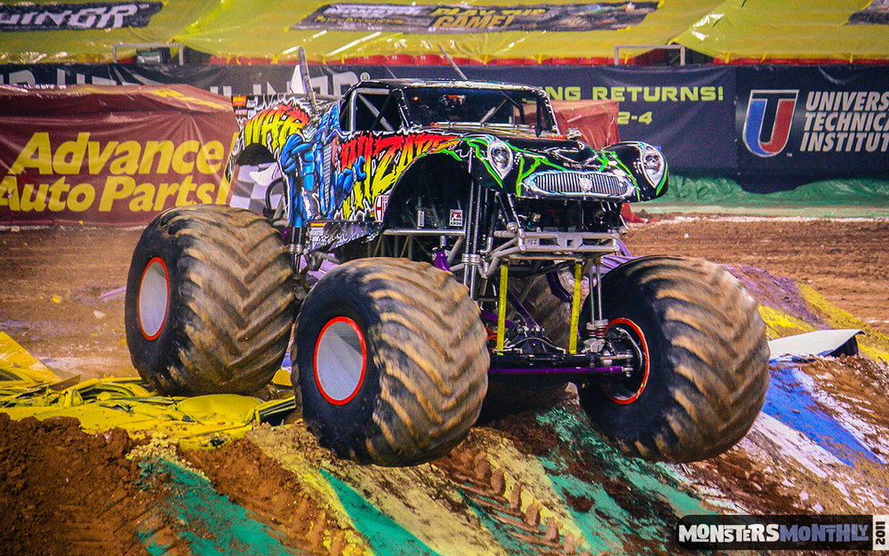 23-monster-jam-georgia-dome-2011-monster-truck-racing-freestyle-monsters-monthly-grave-digger-avenger-maximum-desruction.jpg