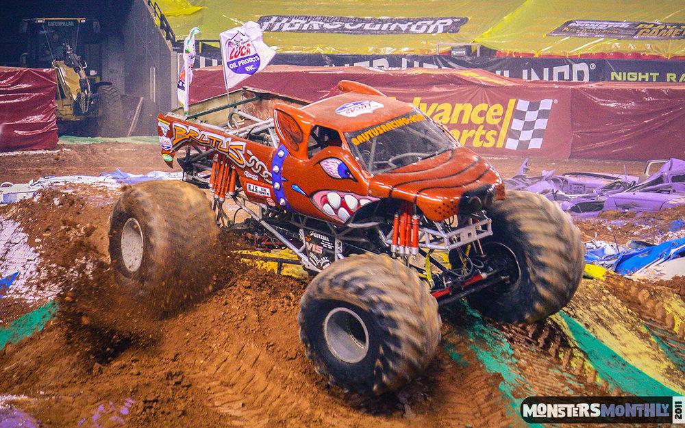 33-monster-jam-georgia-dome-2011-monster-truck-racing-freestyle-monsters-monthly-grave-digger-avenger-maximum-desruction.jpg