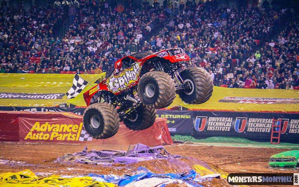 44-monster-jam-georgia-dome-2011-monster-truck-racing-freestyle-monsters-monthly-grave-digger-avenger-maximum-desruction.jpg