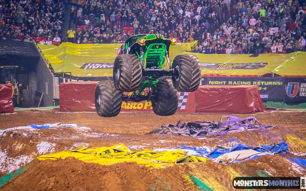 51-monster-jam-georgia-dome-2011-monster-truck-racing-freestyle-monsters-monthly-grave-digger-avenger-maximum-desruction.jpg