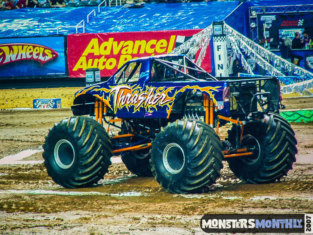 03-monster-jam-georgia-dome-2007-monsters-monthly-grave-digger-maximum-destruction.jpg
