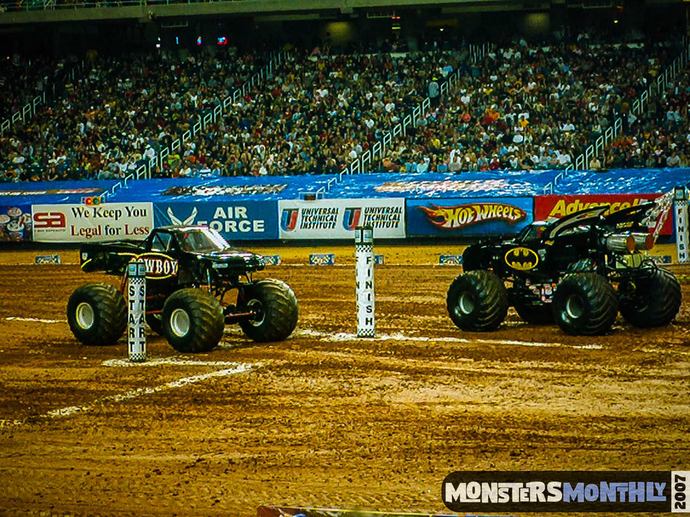04-monster-jam-georgia-dome-2007-monsters-monthly-grave-digger-maximum-destruction.jpg