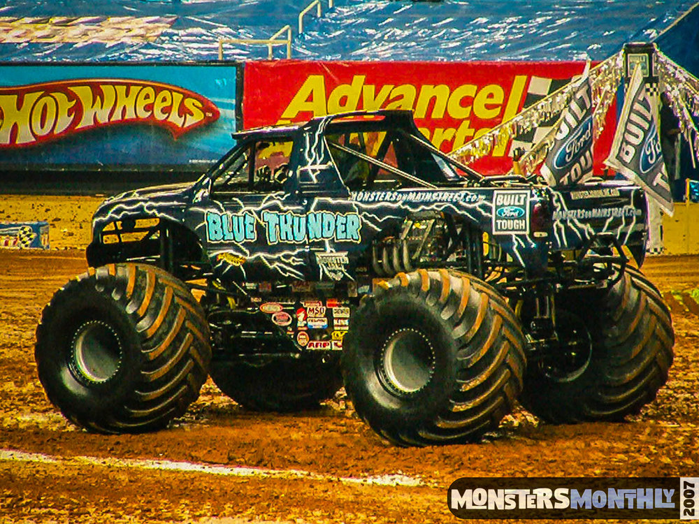 05-monster-jam-georgia-dome-2007-monsters-monthly-grave-digger-maximum-destruction.jpg