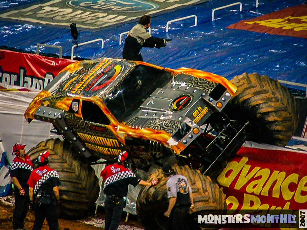 06-monster-jam-georgia-dome-2007-monsters-monthly-grave-digger-maximum-destruction.jpg
