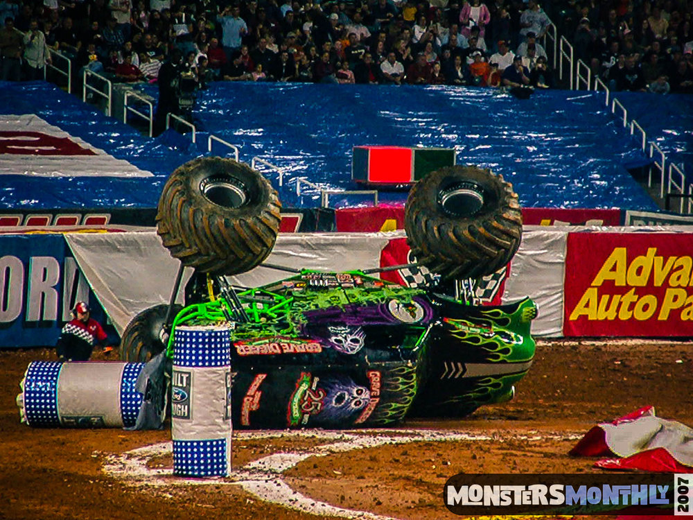 07-monster-jam-georgia-dome-2007-monsters-monthly-grave-digger-maximum-destruction.jpg