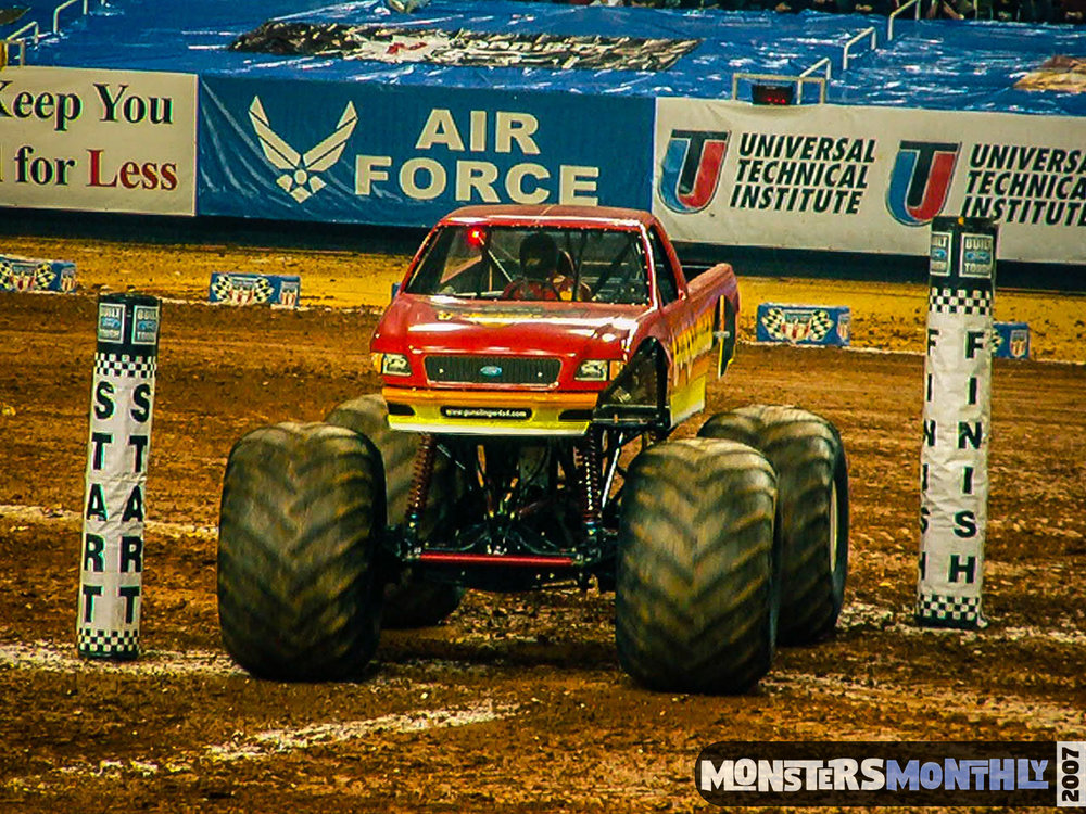 08-monster-jam-georgia-dome-2007-monsters-monthly-grave-digger-maximum-destruction.jpg