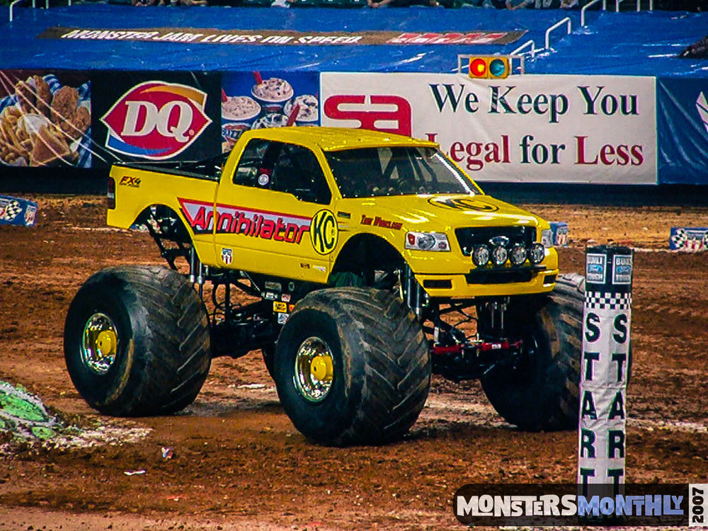 10-monster-jam-georgia-dome-2007-monsters-monthly-grave-digger-maximum-destruction.jpg