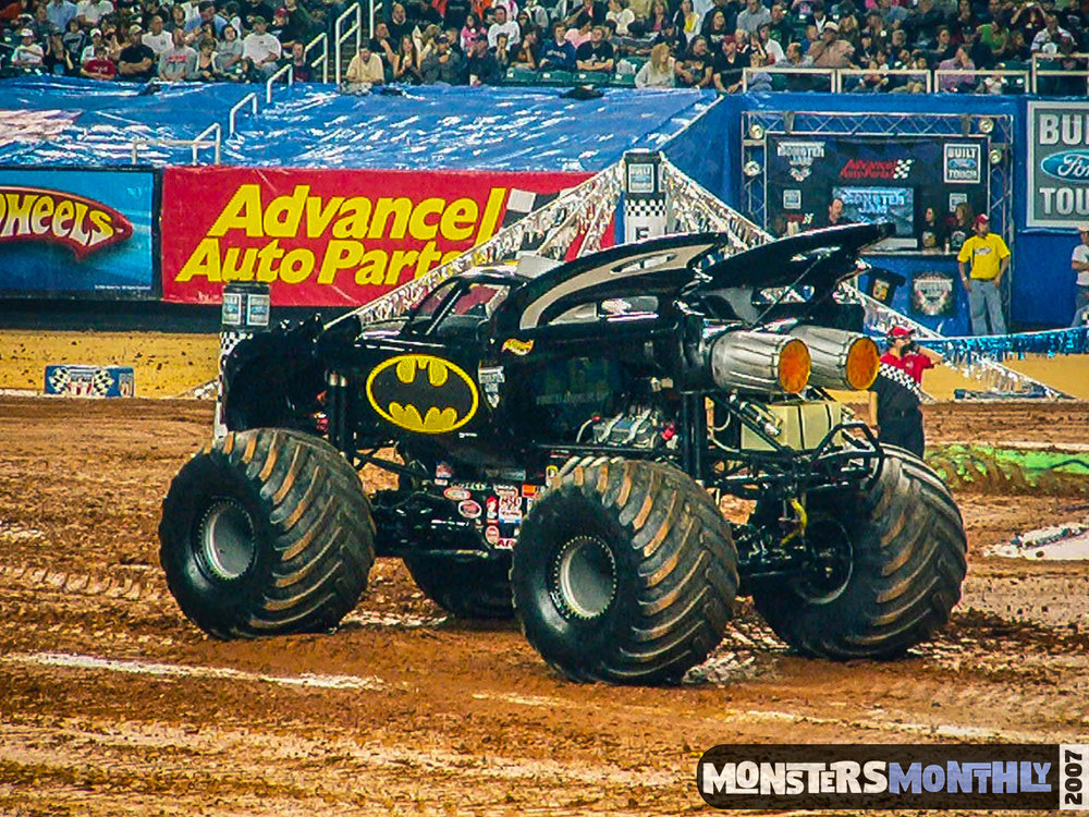 11-monster-jam-georgia-dome-2007-monsters-monthly-grave-digger-maximum-destruction.jpg