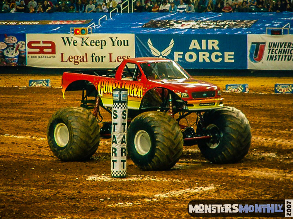 12-monster-jam-georgia-dome-2007-monsters-monthly-grave-digger-maximum-destruction.jpg