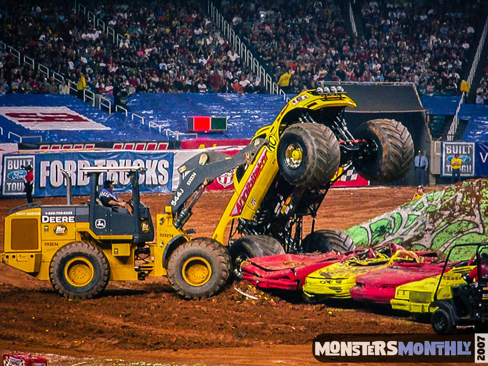 13-monster-jam-georgia-dome-2007-monsters-monthly-grave-digger-maximum-destruction.jpg