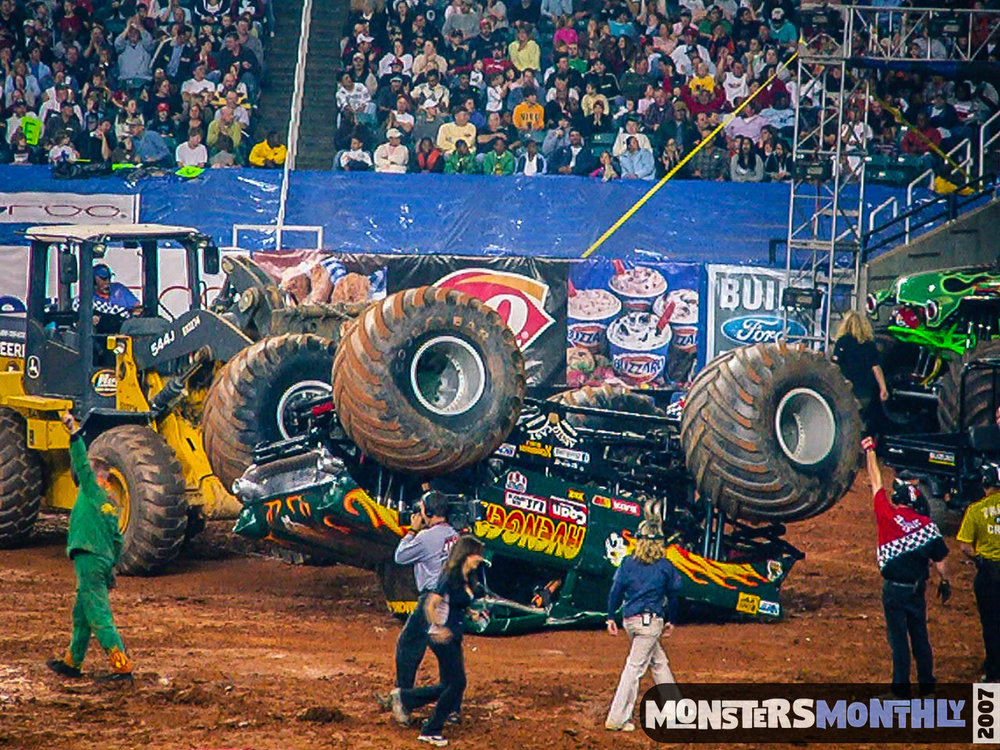 14-monster-jam-georgia-dome-2007-monsters-monthly-grave-digger-maximum-destruction.jpg