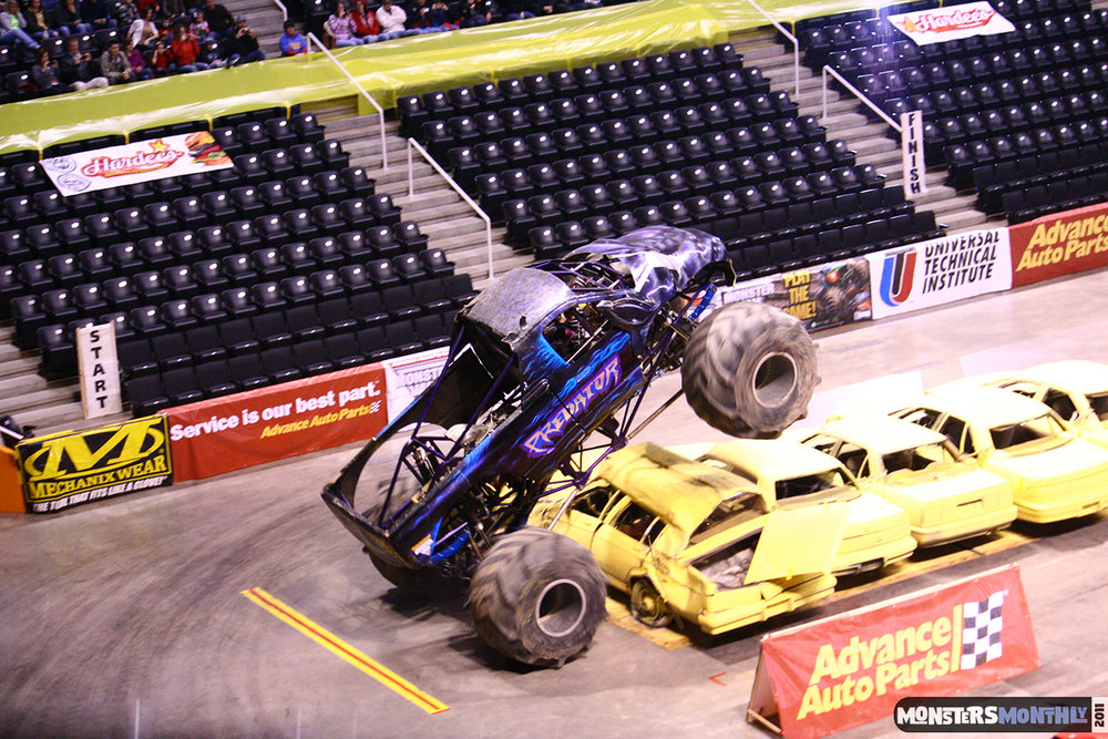 02-monsters-monthly-monster-jam-2011-thompson-boling-arena-grave-digger-spiderman-predator-prowler-bad-news.jpg