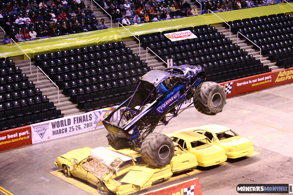 03-monsters-monthly-monster-jam-2011-thompson-boling-arena-grave-digger-spiderman-predator-prowler-bad-news.jpg