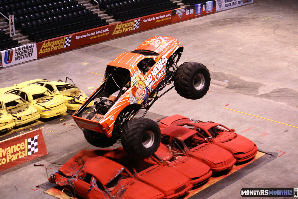04-monsters-monthly-monster-jam-2011-thompson-boling-arena-grave-digger-spiderman-predator-prowler-bad-news.jpg
