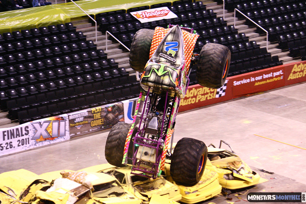 05-monsters-monthly-monster-jam-2011-thompson-boling-arena-grave-digger-spiderman-predator-prowler-bad-news.jpg