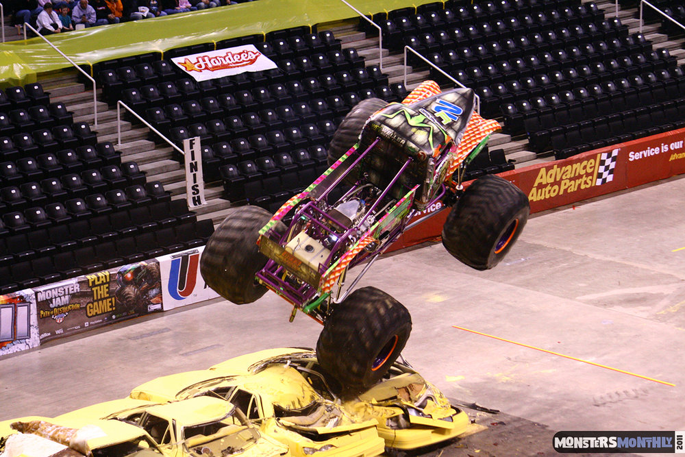 06-monsters-monthly-monster-jam-2011-thompson-boling-arena-grave-digger-spiderman-predator-prowler-bad-news.jpg