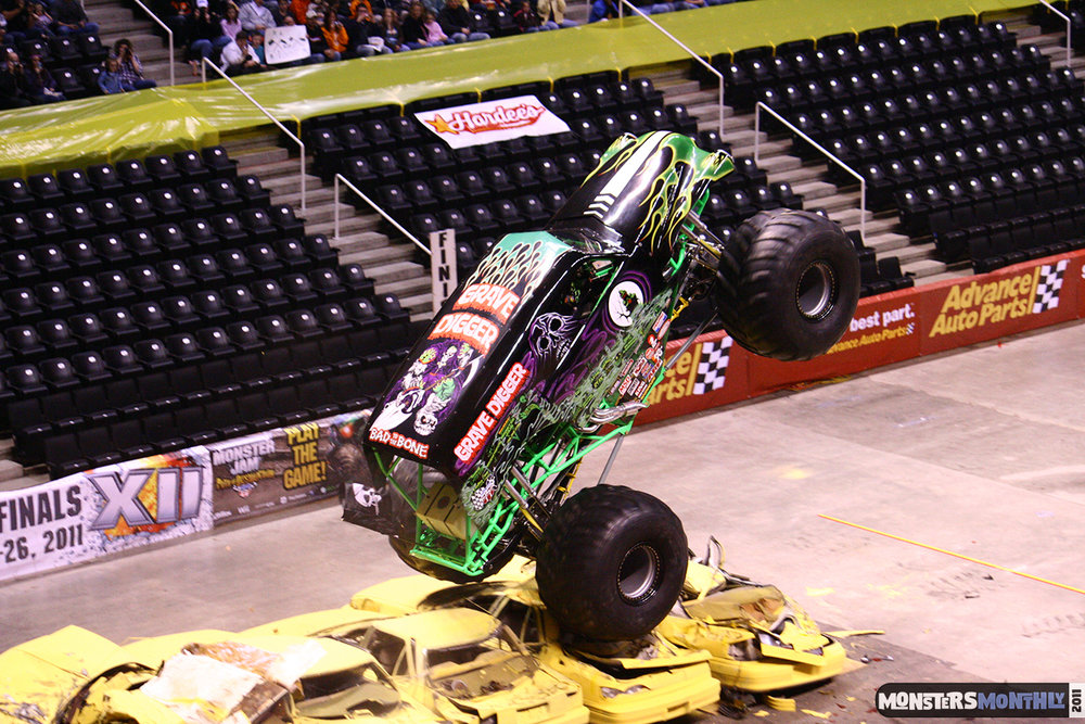 09-monsters-monthly-monster-jam-2011-thompson-boling-arena-grave-digger-spiderman-predator-prowler-bad-news.jpg