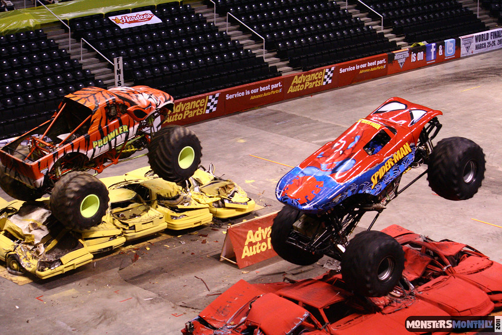 10-monsters-monthly-monster-jam-2011-thompson-boling-arena-grave-digger-spiderman-predator-prowler-bad-news.jpg