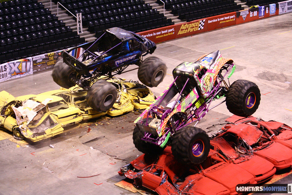 11-monsters-monthly-monster-jam-2011-thompson-boling-arena-grave-digger-spiderman-predator-prowler-bad-news.jpg