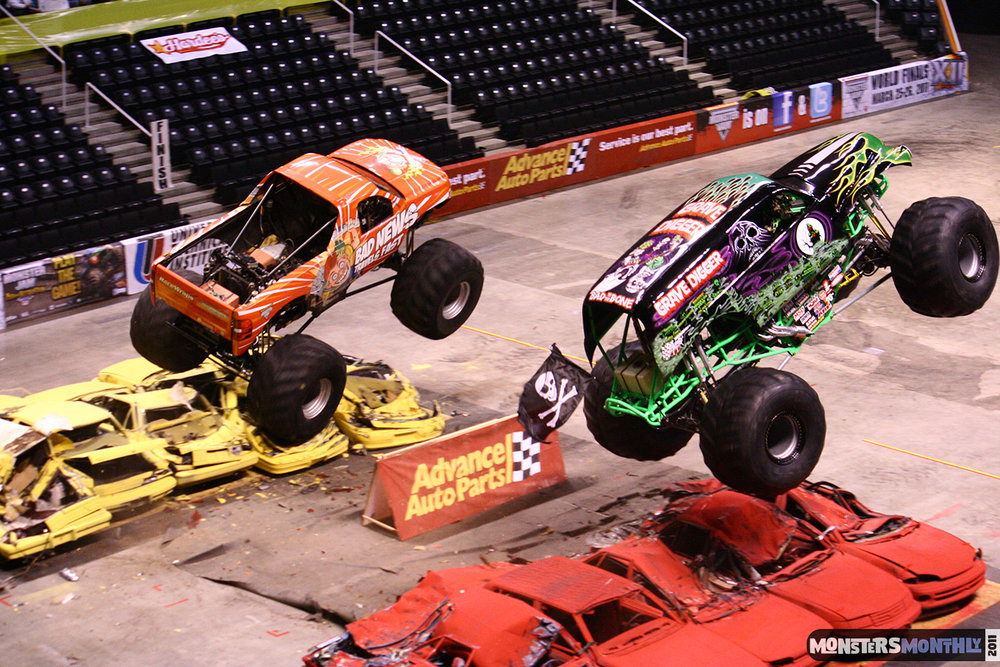 12-monsters-monthly-monster-jam-2011-thompson-boling-arena-grave-digger-spiderman-predator-prowler-bad-news.jpg
