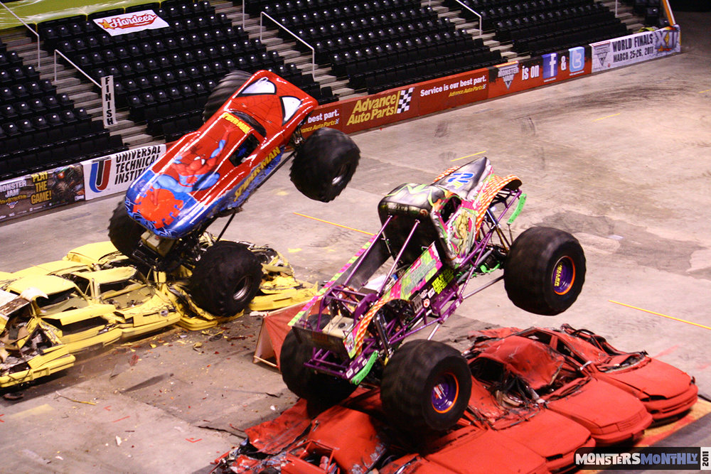 13-monsters-monthly-monster-jam-2011-thompson-boling-arena-grave-digger-spiderman-predator-prowler-bad-news.jpg