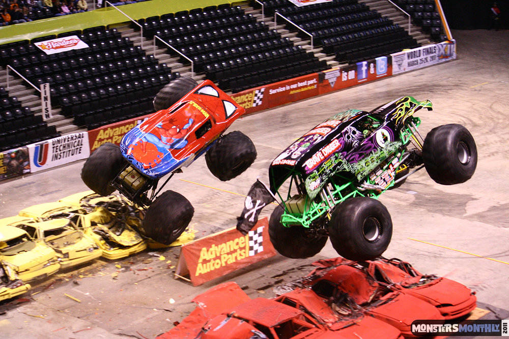 14-monsters-monthly-monster-jam-2011-thompson-boling-arena-grave-digger-spiderman-predator-prowler-bad-news.jpg