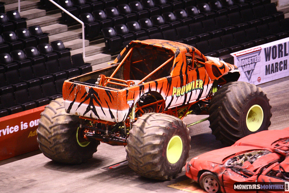 15-monsters-monthly-monster-jam-2011-thompson-boling-arena-grave-digger-spiderman-predator-prowler-bad-news.jpg
