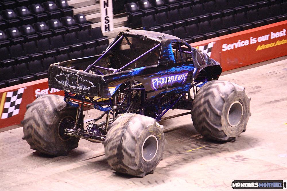16-monsters-monthly-monster-jam-2011-thompson-boling-arena-grave-digger-spiderman-predator-prowler-bad-news.jpg