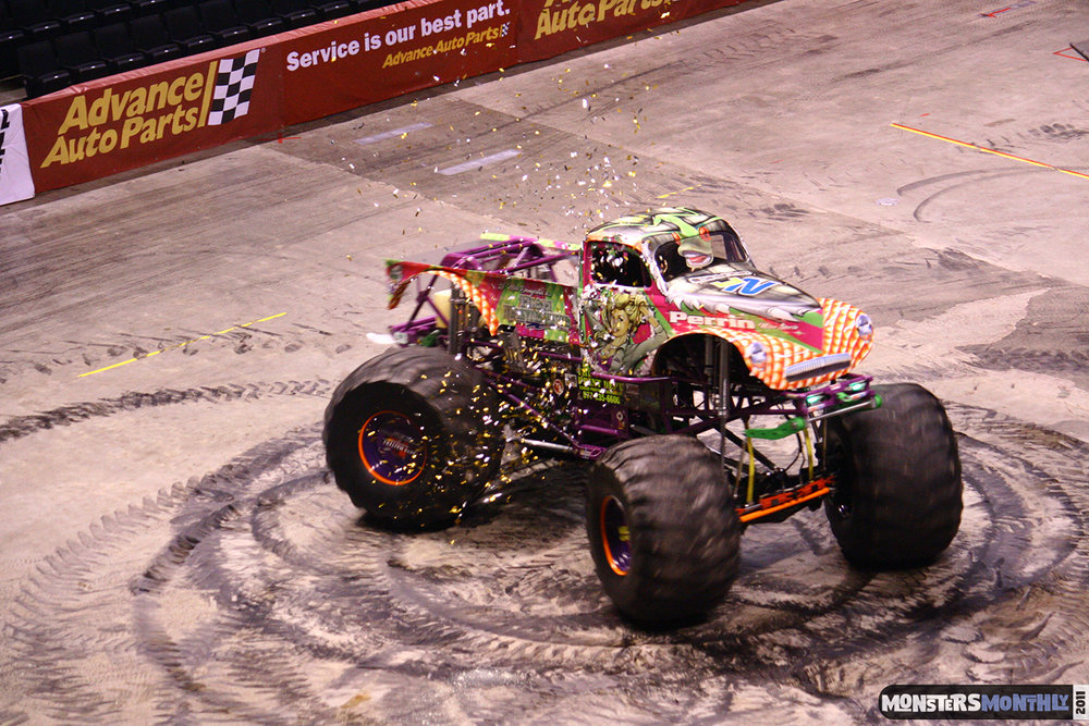 17-monsters-monthly-monster-jam-2011-thompson-boling-arena-grave-digger-spiderman-predator-prowler-bad-news.jpg
