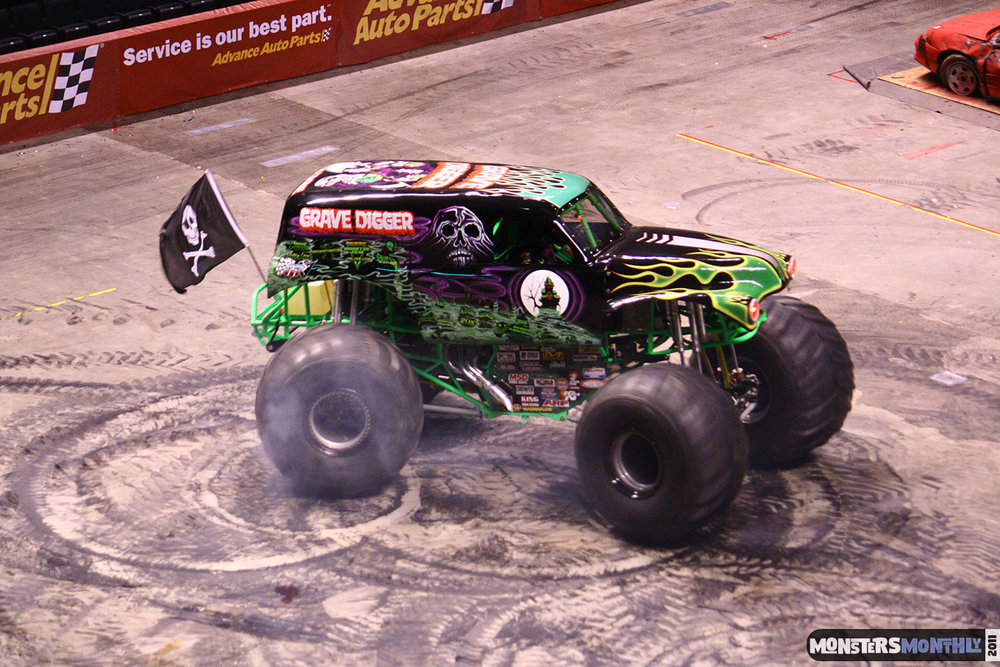18-monsters-monthly-monster-jam-2011-thompson-boling-arena-grave-digger-spiderman-predator-prowler-bad-news.jpg