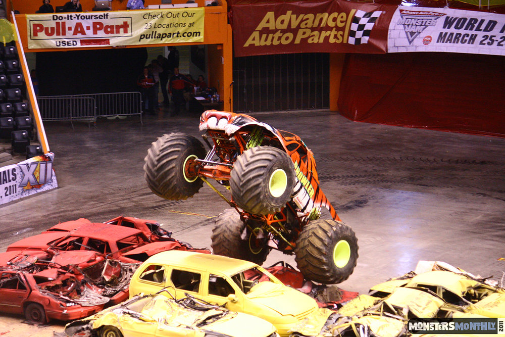 19-monsters-monthly-monster-jam-2011-thompson-boling-arena-grave-digger-spiderman-predator-prowler-bad-news.jpg
