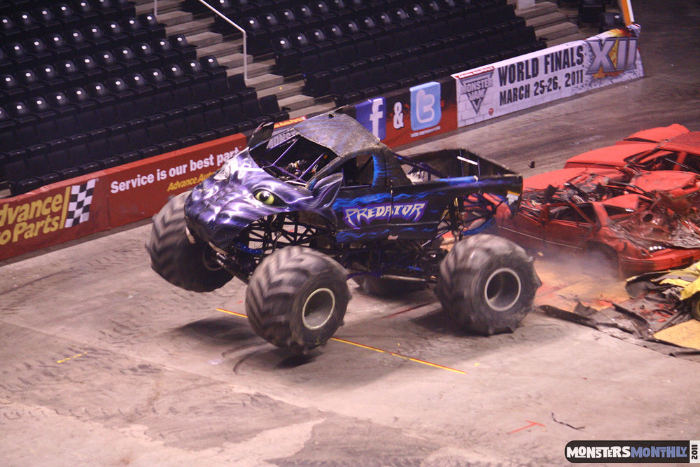 21-monsters-monthly-monster-jam-2011-thompson-boling-arena-grave-digger-spiderman-predator-prowler-bad-news.jpg