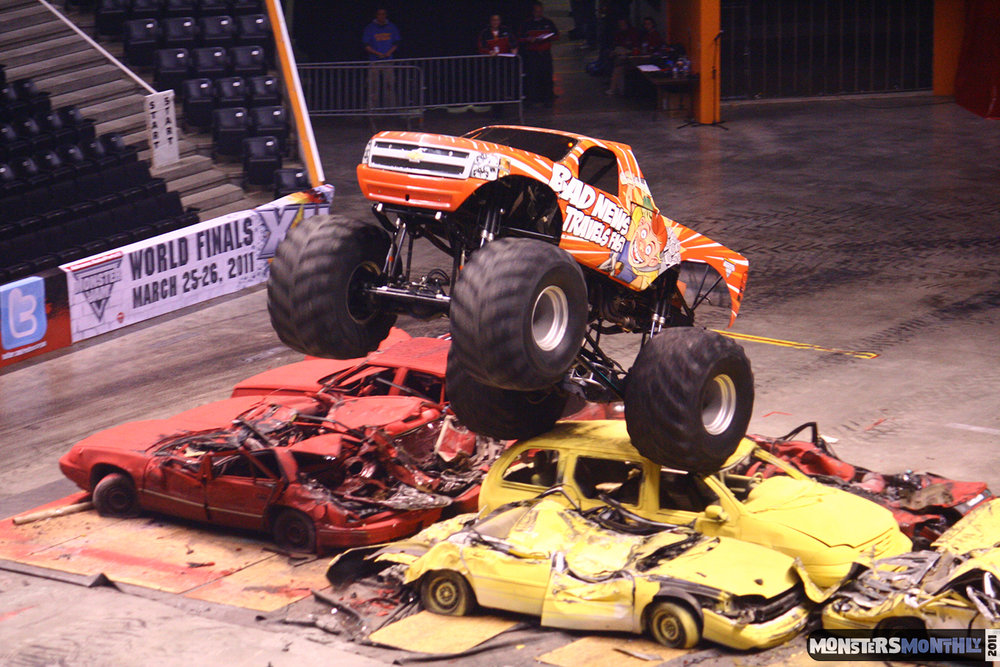 22-monsters-monthly-monster-jam-2011-thompson-boling-arena-grave-digger-spiderman-predator-prowler-bad-news.jpg