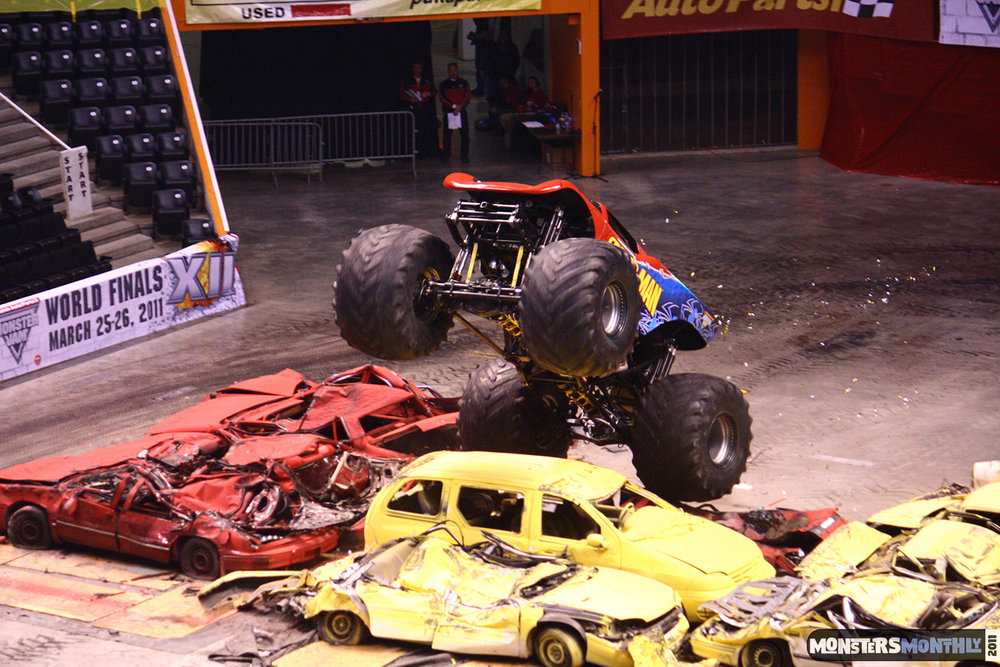 25-monsters-monthly-monster-jam-2011-thompson-boling-arena-grave-digger-spiderman-predator-prowler-bad-news.jpg