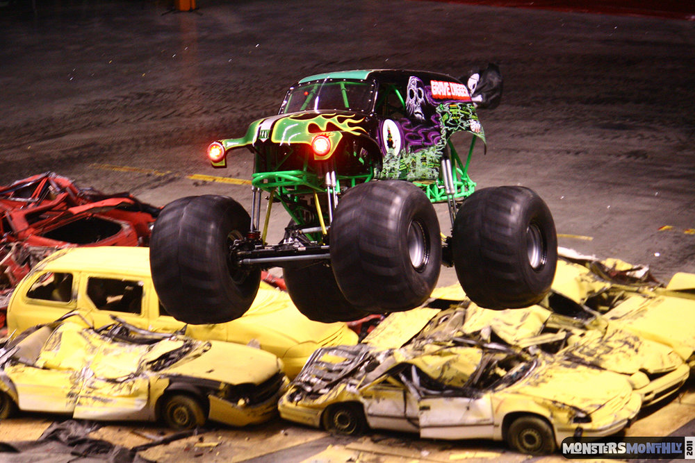 26-monsters-monthly-monster-jam-2011-thompson-boling-arena-grave-digger-spiderman-predator-prowler-bad-news.jpg