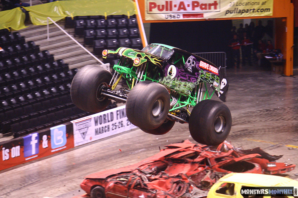 27-monsters-monthly-monster-jam-2011-thompson-boling-arena-grave-digger-spiderman-predator-prowler-bad-news.jpg