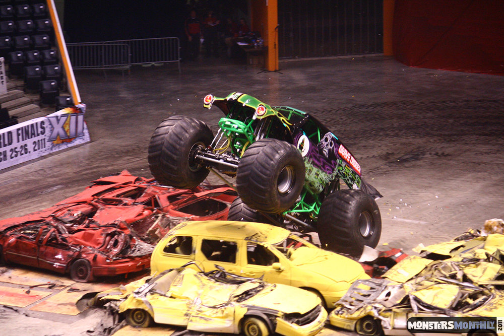 28-monsters-monthly-monster-jam-2011-thompson-boling-arena-grave-digger-spiderman-predator-prowler-bad-news.jpg