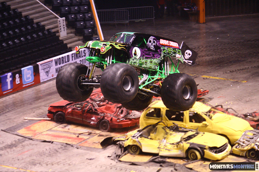 29-monsters-monthly-monster-jam-2011-thompson-boling-arena-grave-digger-spiderman-predator-prowler-bad-news.jpg