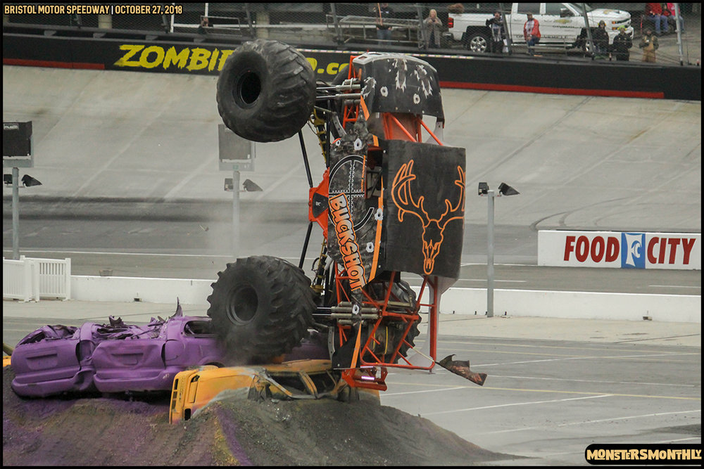 42-metropcs-monster-truck-mash-bristol-motor-speedway-2018-monsters-monthly.jpg