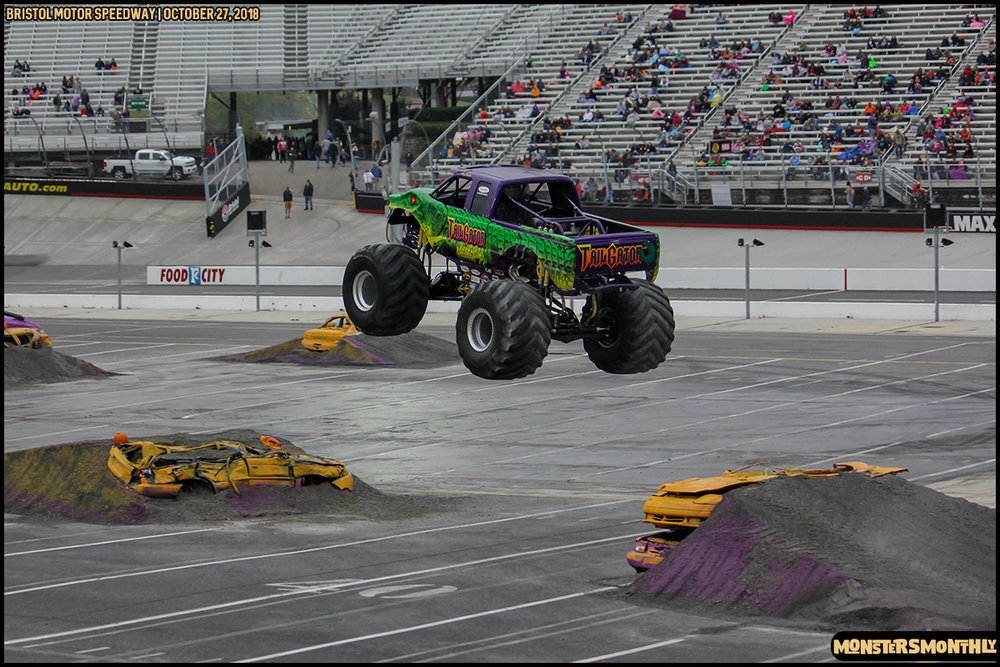 52-metropcs-monster-truck-mash-bristol-motor-speedway-2018-monsters-monthly.jpg