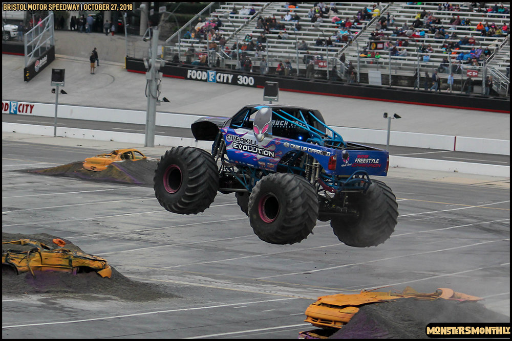 61-metropcs-monster-truck-mash-bristol-motor-speedway-2018-monsters-monthly.jpg