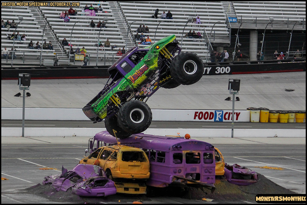 64-metropcs-monster-truck-mash-bristol-motor-speedway-2018-monsters-monthly.jpg
