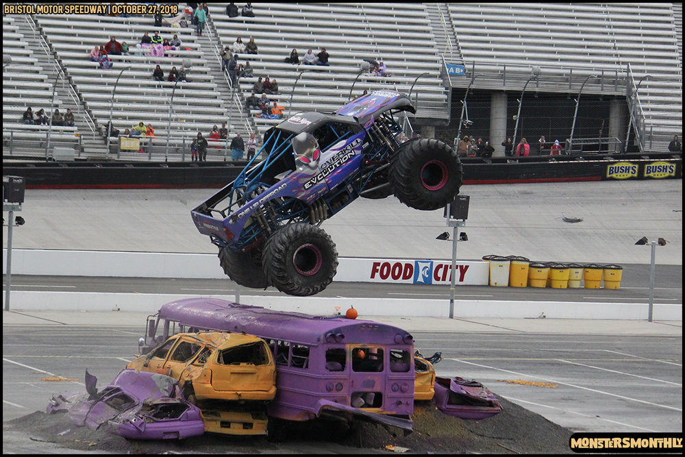 82-metropcs-monster-truck-mash-bristol-motor-speedway-2018-monsters-monthly.jpg