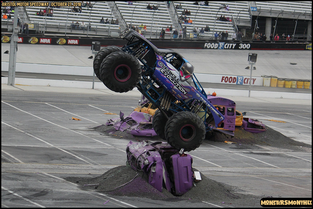 84-metropcs-monster-truck-mash-bristol-motor-speedway-2018-monsters-monthly.jpg