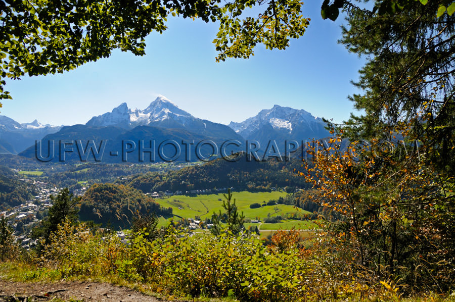 Scenic mountain valley town snowcapped mountain peak Stock Image