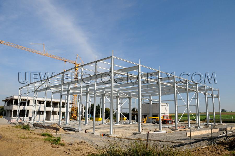 Baustelle – Neue Fabrikhalle Entsteht Tragwerk Metall Stahl Ra