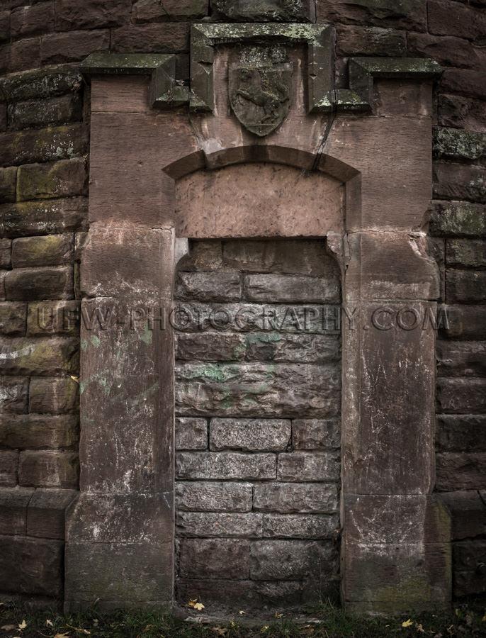 Finsteres Zugemauertes Tor Alter Dunkler Turm Rot Sandstein Stoc