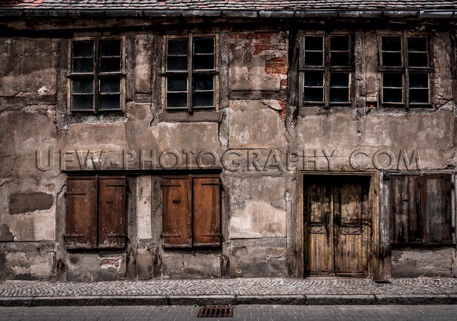 Verlassen Heruntergekommen Altes Wohngebäude Grungy Spuk Stock