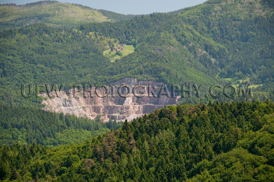 Steinbruch Wunderschön Hügelig Waldlandschaft Stock Foto
