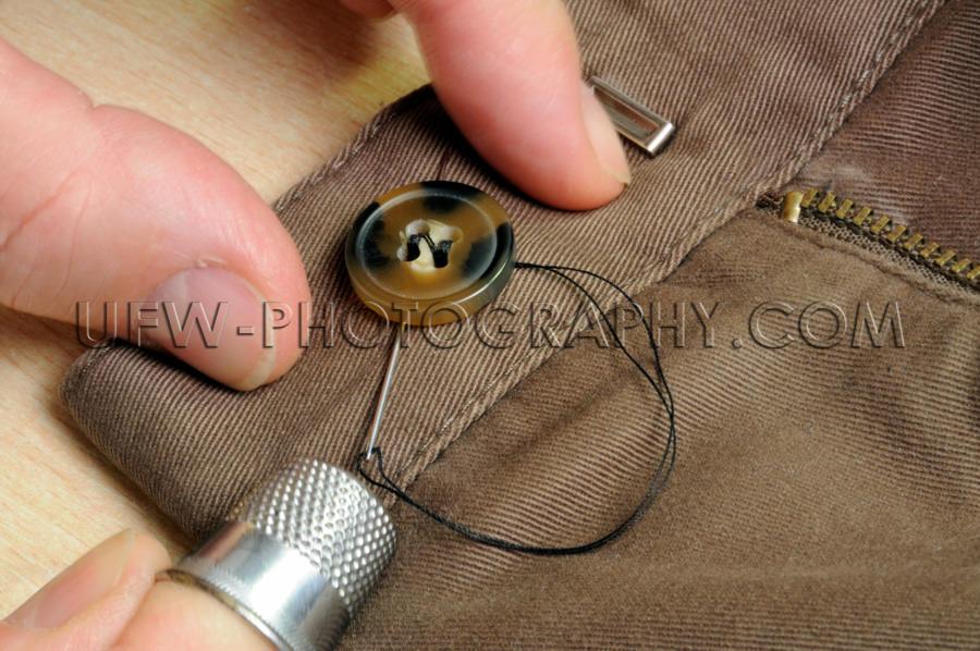 Finger Nähen Knopf An Fingerhut Nadel Nähen Faden Hose Schneid